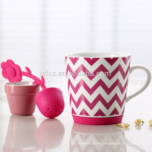 Taza de cerámica barata con juego de té de flores