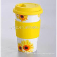 vaso de agua de porcelana con banda de silicona y tapa
