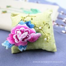 Broche de mão bordada borboleta acessórios agulha presente