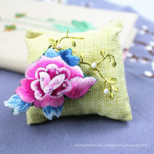 Regalo de aguja de accesorios de mariposa broche bordado a mano