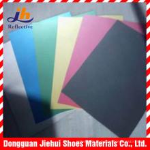 Couro colorido espaço reflexivo para sapatos