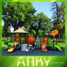 Diapositive européenne standard pour enfants en plein air