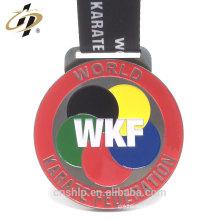 Original fábrica de suministro personalizado WKF metal karate medallas con cordón