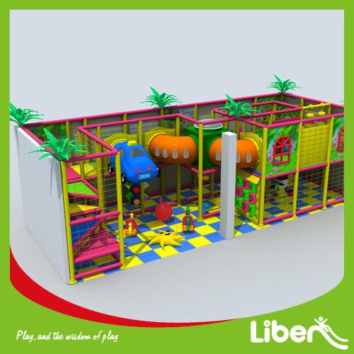 aire de jeux couverte avec tunnel de saut gratuit. Black Bedroom Furniture Sets. Home Design Ideas