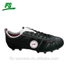 famous cheap outdoor soccer shoes for man