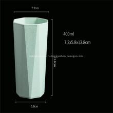 Разноцветная пластиковая чашка в форме восьмиугольника
