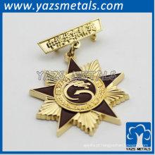 emblema de ouro em forma de estrela