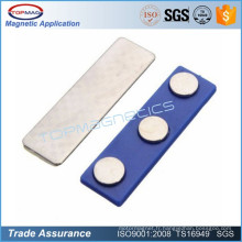 Porte-badge magnétique bleu avec bande auto-adhésive