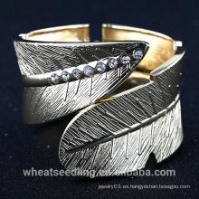 Oro chapado en aleación de acero de hoja de diseño ancho amplio abrigo pulsera brazalete para hombre y mujeres