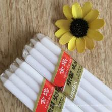 Vela blanca hecha a mano de decoración para el hogar