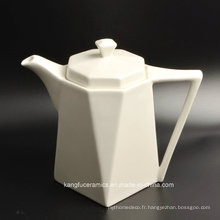 Ensemble à thé blanc en porcelaine glacée