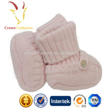 Botas de punto de cachemir de invierno de bebé tejidos con patrón