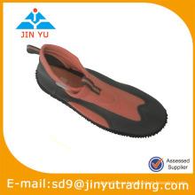 Transparente aqua dos zapatos