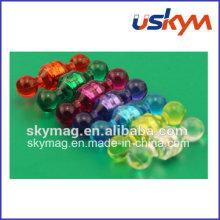 Die halb-transparente Farbe Kunststoff Push Pin Magnet