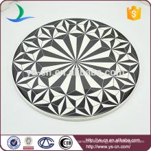 Blanco y negro patrón de construcción de gran placa de cerámica