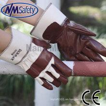 NMSAFETY barato guantes de trabajo de fricción popular suave y cómodo guante de nitrilo marrón