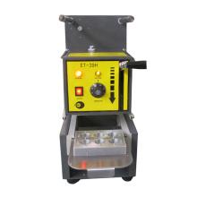 Machine manuelle de remplissage et de scellage de capsules de café