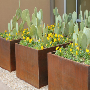 Metal Flower Pots and Planters