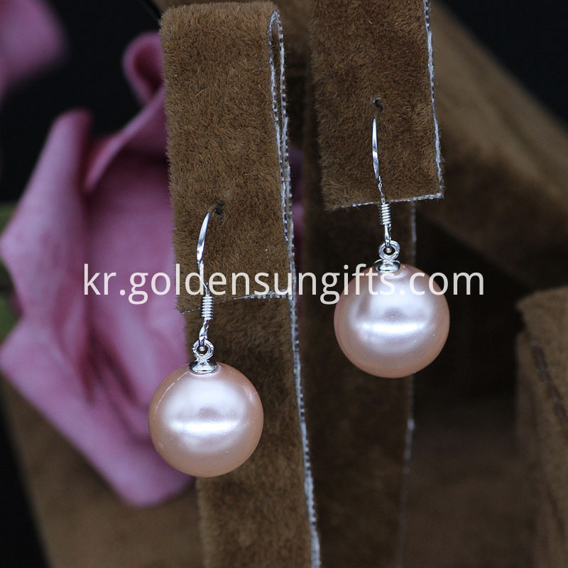Shell Pearl Earrings