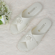 Lady Indoor Slippers Anti Skidding Comfortable Healthy Slippers