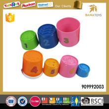 Brinquedo plástico educacional do copo de bebê do dobrador