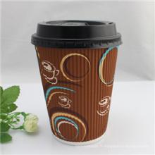 Tasses jetables de papier de café avec des couvercles