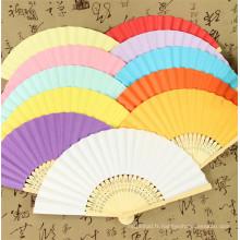 Fan de main en bambou de logo personnalisé de cadeau de promotion d'OEM