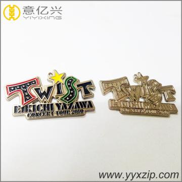 pin de solapa de esmalte duro de níquel negro metal personalizado