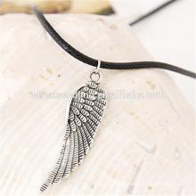 Traje de regalo de tejido sencillo par de alas de cuero de cuerda collar de alas de ángel