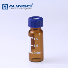 Cristalería de borosilicato en frasco estéril ámbar de cromatografía de laboratorio con escritura en parche