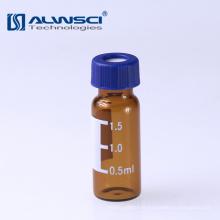Verrerie à base de borosilicate dans un flacon stérile ambré par chromatographie en laboratoire avec écrit sur un patch