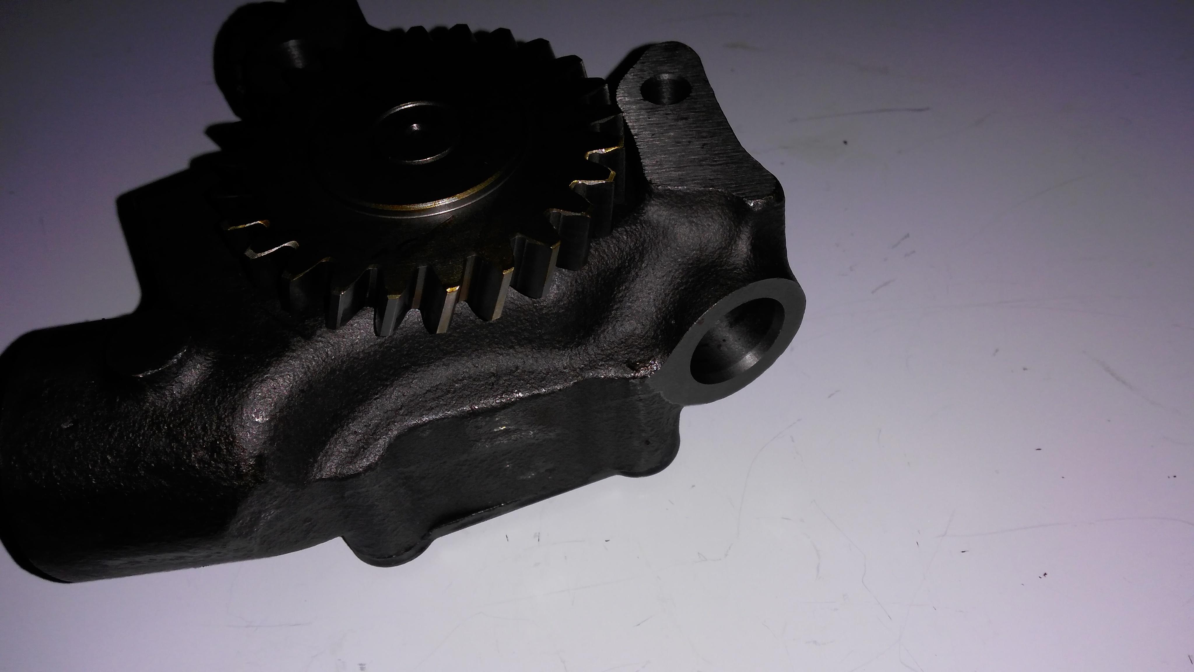 F6L913 oil pump 2