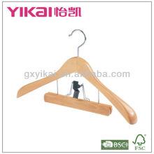 Cabide de madeira de terno com ombros largos e calças de aperto