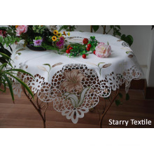 3303b Embroidery Table Runner