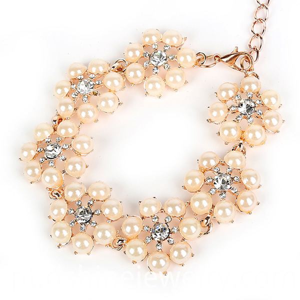 Sraduated Pearl Necklace