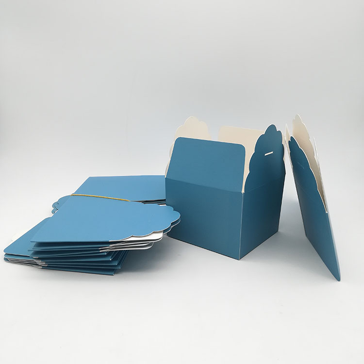 Folding Scalloped Edge Box
