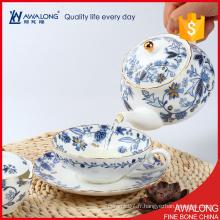 Set de thé de mode exquis blanc et bleu fleur de couleur décalée usé chêne os ordinaire