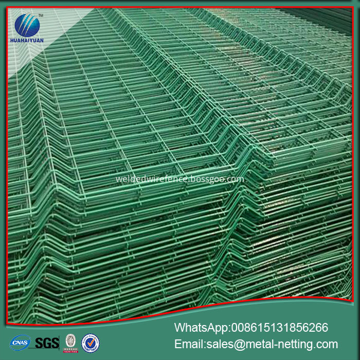 green wire fence panel