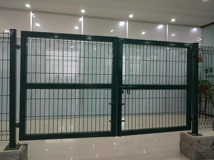 welded-wire-mesh-steel-gate