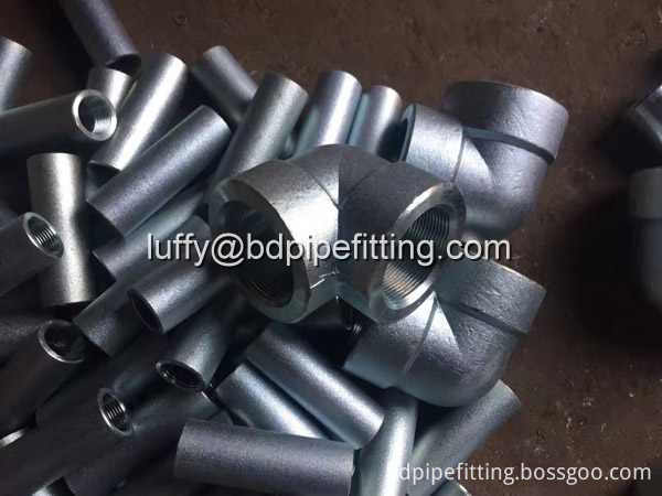 Galvanized pipe fitting (1)