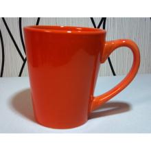 La fábrica vende al por mayor la taza de cerámica
