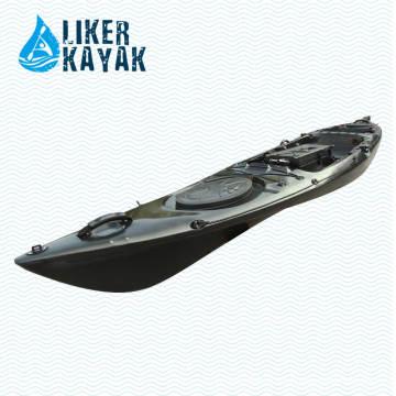 Kajak-Fischen sitzt auf Tops Cooler Kajak-Entwurf durch Liker