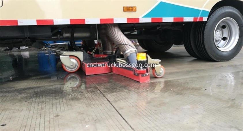 road sweep truck suction water