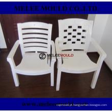 Molde plástico da cadeira exterior confortável