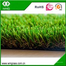 Hierba sintética del paisaje artificial de la alfombra de cuatro colores