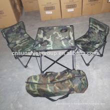 En gros camo en plein air, chaises pliantes et tables