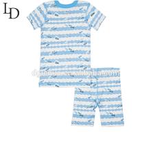 Caractéristiques imprimant des pyjamas familiaux de couples faits sur commande