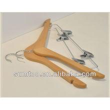 Cintre à vêtements en bois classique avec pinces