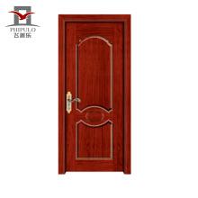Imprimación blanca de último diseño en puertas de madera con diseño sencillo.