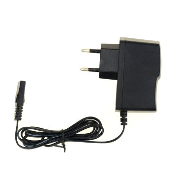 Caricabatterie con spina a 2 pin IEC C7 8V 0,5 A